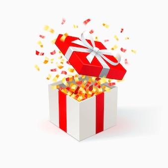 Weiße geschenkbox mit rotem bezug und goldenem konfetti. geschenkbox öffnen. festlicher hintergrund.