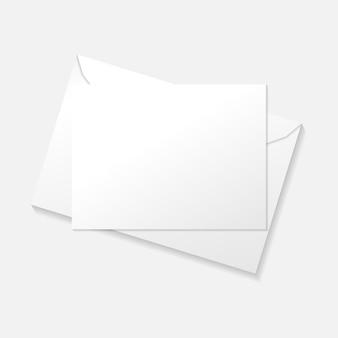 Weiße karte auf umschlag flach legen draufsichtschablone.