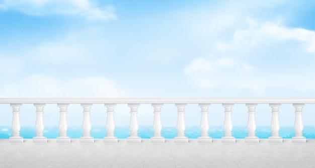 Weiße marmorbalustrade auf balkon oder direkt am meer