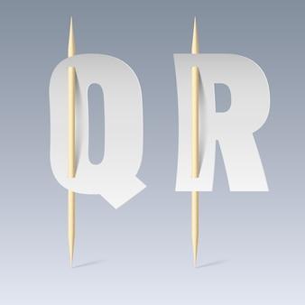 Weiße papierschnittschrift auf zahnstochern auf grauem hintergrund. q- und r-buchstaben
