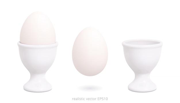 Weiße plastikeierbecher. vektormodell für osterereignisse. 3d realistischer halter und gekochtes hühnerei werden auf einem weißen hintergrund isoliert.