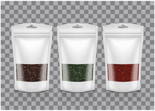 Weiße plastiktüte mit fenster. schwarzer, grüner, roter tee. mockup-sammlung für verpackungsvorlagen