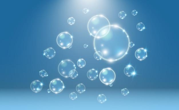 Weiße schöne blasen auf einem transparenten hintergrund seifenblasen.