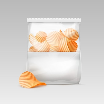 Weiße versiegelte transparente plastiktüte mit chips