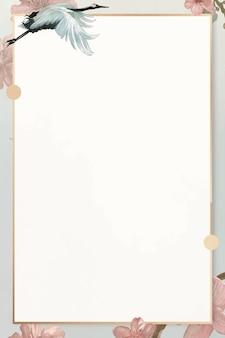 Weißer japanischer kranich mit rosemallow-musterrahmenschablone