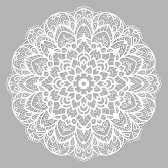 Weißer mandala mit ethnischer verzierung