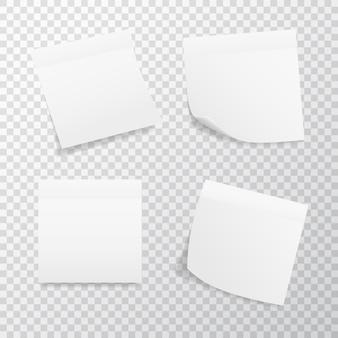 Weißer quadratischer aufkleber gesetzt auf transparentem hintergrund. realistische aufkleber mit gefalteter kante.