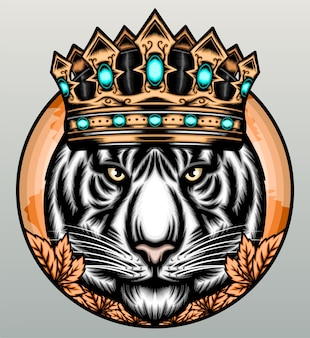 Weißer tiger mit goldener krone.