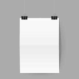 Weißes blatt papierhände auf büroklammern auf grauem hintergrund