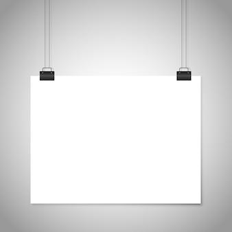 Weißes leeres papier hängendes zeichen.