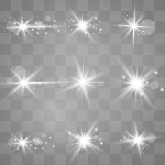 Weißes leuchtendes licht explodiert auf einem transparenten hintergrund. funkelnde magische staubpartikel. heller stern. transparent strahlende sonne, heller blitz.