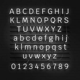 Weißes neon-alphabet und zahlen auf schwarzem hintergrund