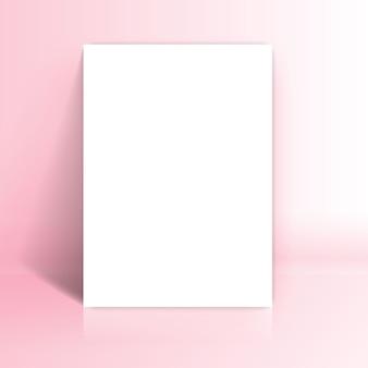 Weißes papier lehnt sich an rosa studioraum an