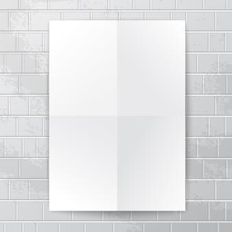 Weißes papierbanner gegen backsteinmauer