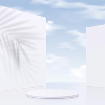 Weißes podium des zylinders mit himmelhintergrund und schattenblättern. produktpräsentation, szene zur präsentation eines kosmetischen produkts, podium, bühnensockel oder plattform. einfach sauber,