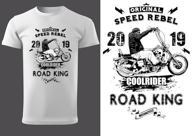 Weißes t-shirt mit motorradfahrer