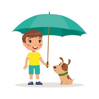Welpe und netter kleiner junge mit gelbem regenschirm. glückliches schul- oder vorschulkind und ihr haustier, die zusammen spielt. lustige zeichentrickfigur.
