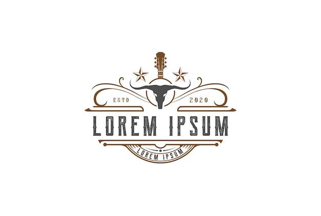 Western-country-gitarre mit longhorn-schädel-logo-design-vektor
