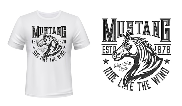 Wilder mustang hengst t-shirt druck. pferdehengstkopf mit winkender mähnenillustration und typografie. individueller druck der kleidung des reitens des wilden westens, des reitens oder des rennclubs
