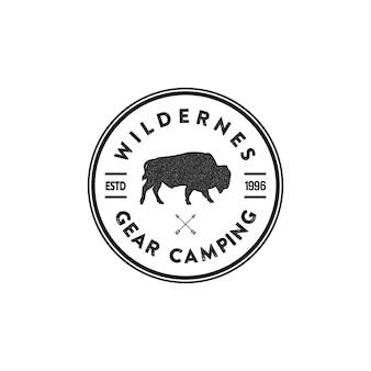 Wildnis-tierabzeichen und großartige outdoor-embleme