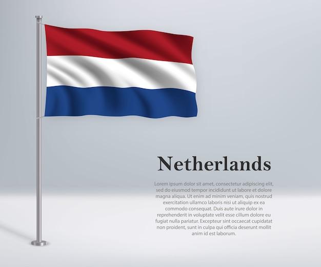 Winkende flagge der niederlande auf fahnenmast