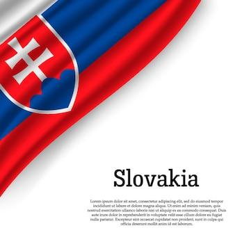 Winkende flagge der slowakei auf weiß