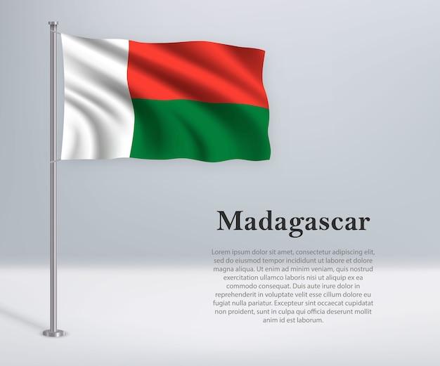 Winkende flagge von madagaskar auf fahnenmast