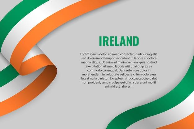 Winkendes band oder banner mit flagge von irland