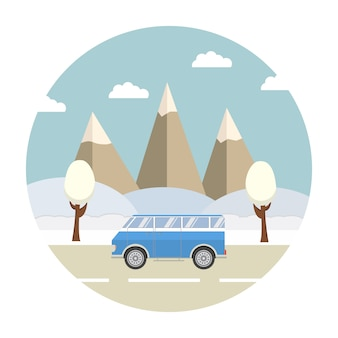 Winterausflug in die berglandschaft waldlandschaft schnee und das auto auf der straße.