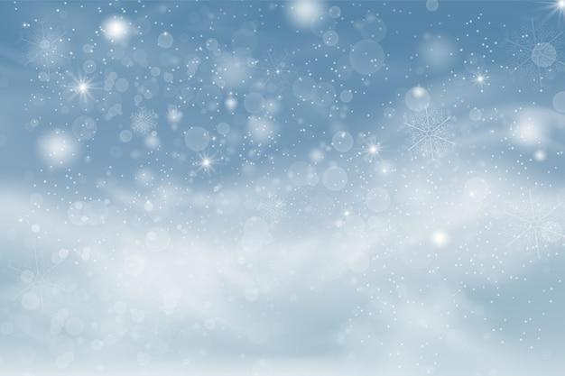 Winterblauer himmel mit fallendem schnee, schneeflocken mit winterlandschaft.