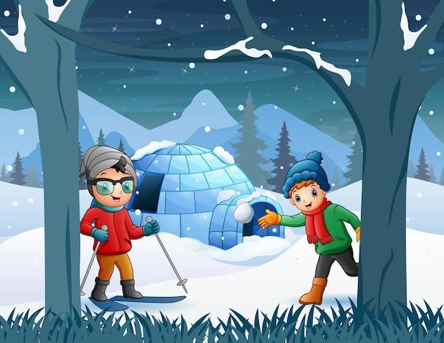 Winterhintergrund mit spielenden kindern