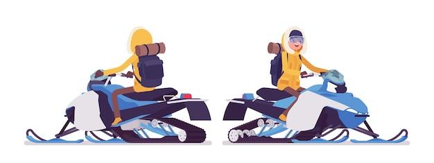 Winterwanderfrau, die ein schneemobil reitet