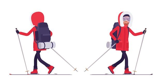 Winterwandern mann skifahren