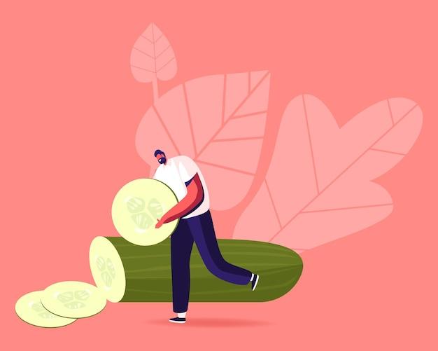 Winziger männlicher charakter tragen sie eine riesige gurkenscheibe für eine natürliche maske oder zum essen