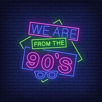 Wir sind aus den neunziger jahren neon schriftzug mit retrobrille.