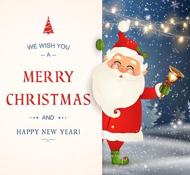 Wir wünschen dir frohe weihnachten. frohes neues jahr. weihnachtsmann charakter mit großem schild. fröhlicher weihnachtsmann mit klingelglocke. feiertagsgrußkarte mit weihnachtsschnee. isolierte illustration.
