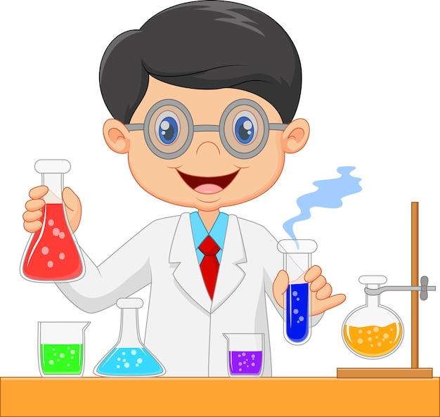 Wissenschaftlerjunge im laborkittel