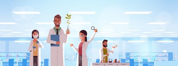 Wissenschaftliches forscherteam macht experimente
