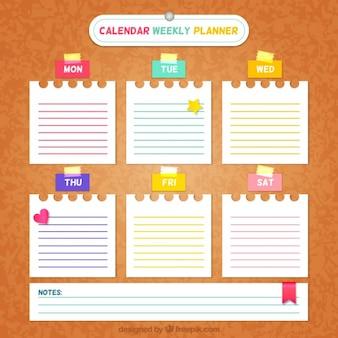 Wochenplaner mit notizen auf papier