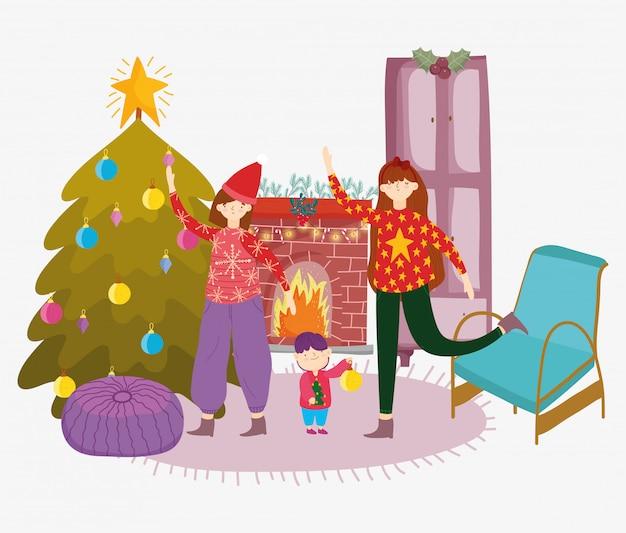 Wohnzimmer der frauen und des kleinen jungen mit frohen weihnachten des baums, guten rutsch ins neue jahr