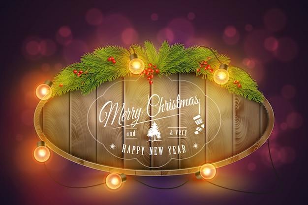 Wooden christmas board mit tannenzweigen, glühbirnen und urlaubswünsche ..