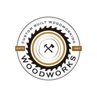 Woodwork industries company logo mit dem konzept von sägen und zimmerei und vintage-stil