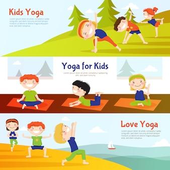 Yoga für die horizontalen fahnen der kinder, die mit den kindern eingestellt werden, die asana üben, wirft im freien auf