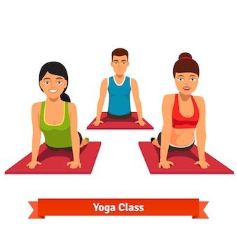 Yoga-klasse workout. junge und gesunde menschen Kostenlosen Vektoren