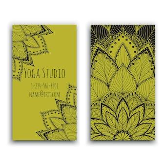 Yoga studio visitenkarte mit grünem mandala design