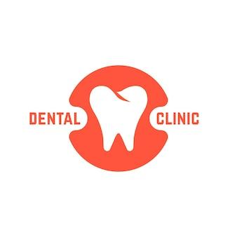 Zahnklinik mit weißem zahn. konzept des zahnimplantats, zahnarztpraxismarke oder app, prothetik, erholung. isoliert auf weißem hintergrund. flacher stil trend moderne markendesign-vektorillustration