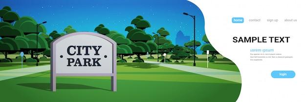Zeichenbrett innight stadtpark skyline wolkenkratzer gebäude und dunkler himmel mit sternen stadtbild hintergrund
