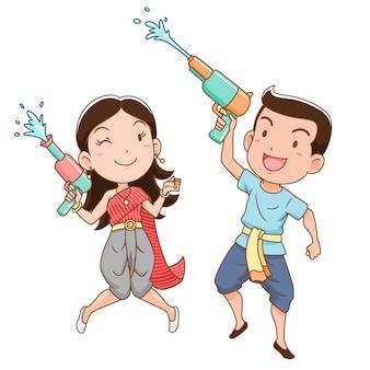 Zeichentrickfilm-figur des jungen und des mädchens, die wasserwerfer in songkran-festival, thailand halten.