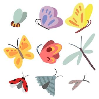 Zeichnung von schmetterlingen, libelle, marienkäfer, motte, biene. satz nette insekten getrennt auf weiß. handgezeichnete vektorgrafiken. farbige cartoon-doodles. elemente für design, postkarte, druck, aufkleber.