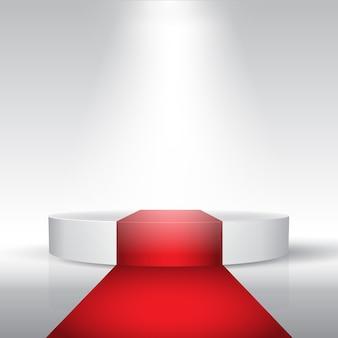 Zeigen sie podium mit rotem teppich unter einem scheinwerfer